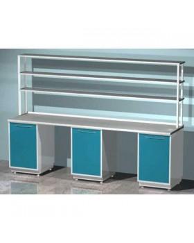 AR-L21N - стол лабораторный со стеллажом трехтумбовый (три тумбы с распашными металлическими дверями), на столешнице стекло